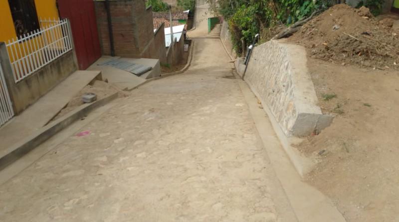 El Jícaro: Calle recién adoquinada en el barrio Enrique López.