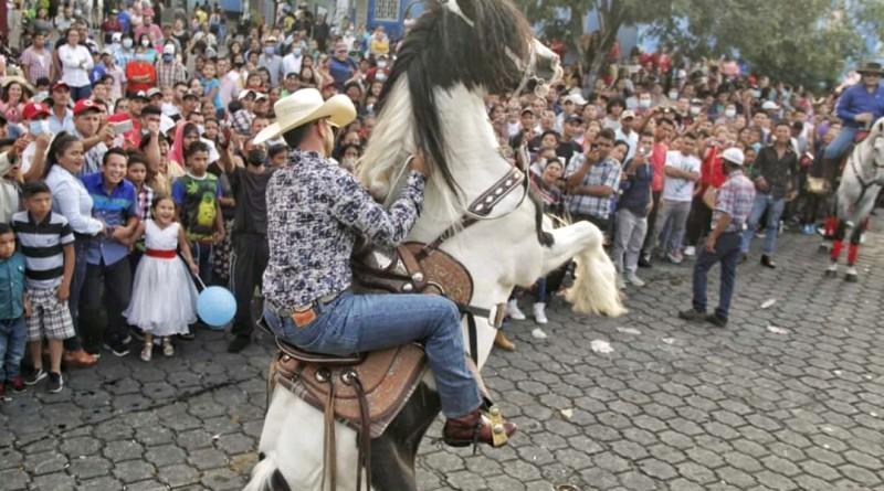 Matagalpinos siguen celebrando aniversario con espectacular desfile hípico y estreno de mejoras de estadio