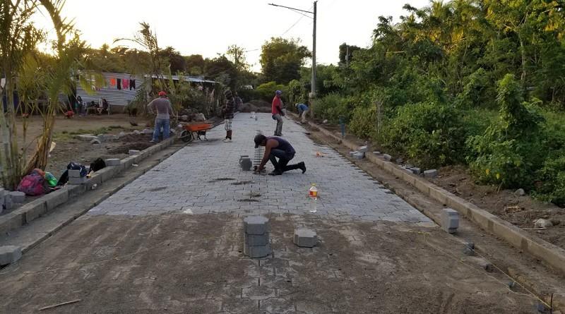 Construyendo y mejorando calles permanentemente