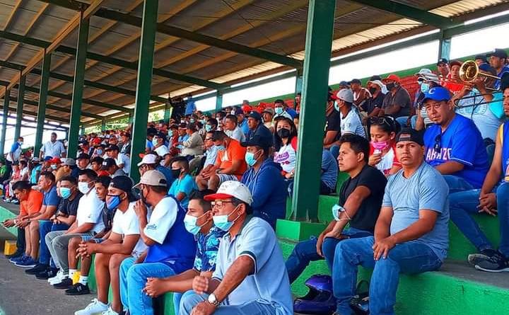 Aficionados en inauguración de Campeonato Germán Pomares en Jinotepe
