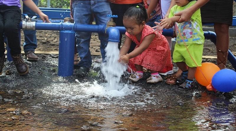 Inauguración del sistema de agua potable en la comunidad Germán Pomares en El Viejo