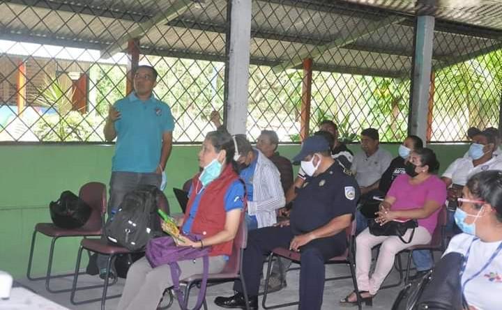 En Somoto: Preparándose para el primer ejercicio de protección de la vida.