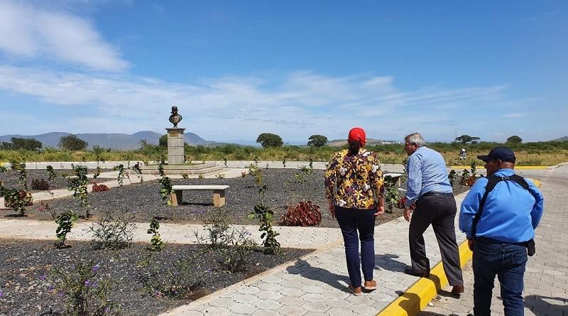 La presidenta del Inifom supervisando la lotificación comandante Tomás Borge en Cuajachillo, Ciudad Sandinol