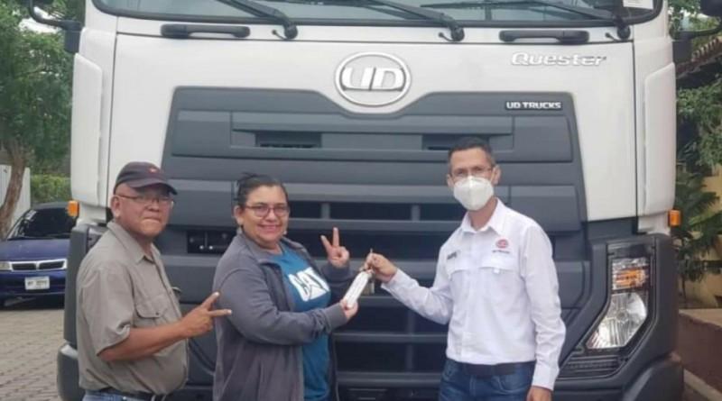 Adquisición de dos camiones de basura en Mateare