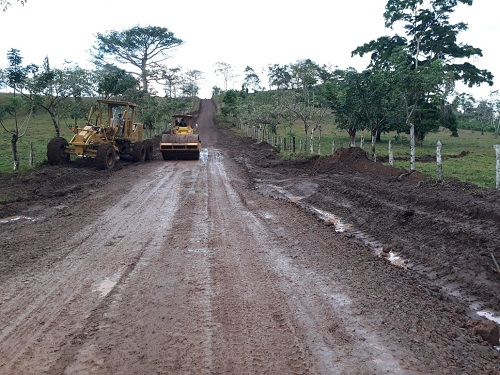 En el Rama restauración de camino  Monte Rosa- Nuevo Sauce