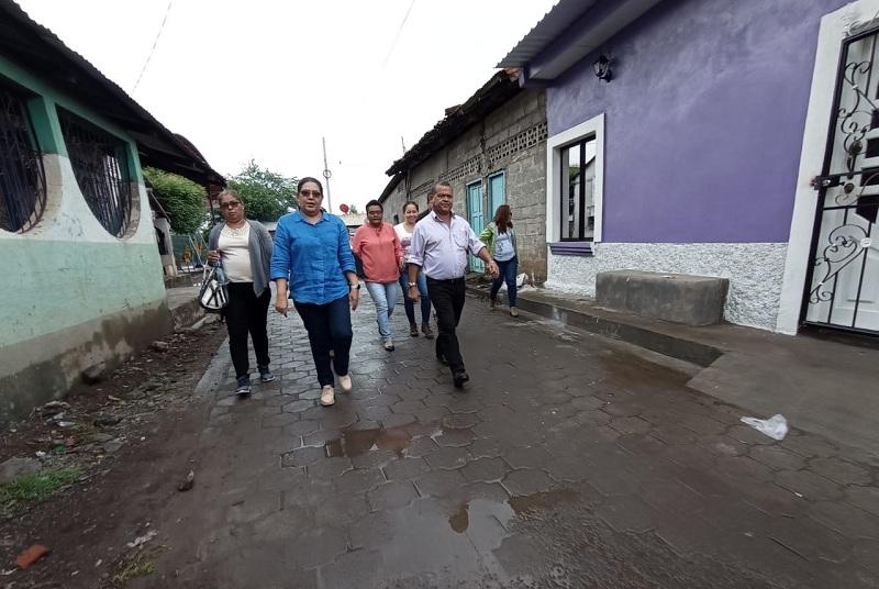 Recorriendo las calles en Puerto Morazán