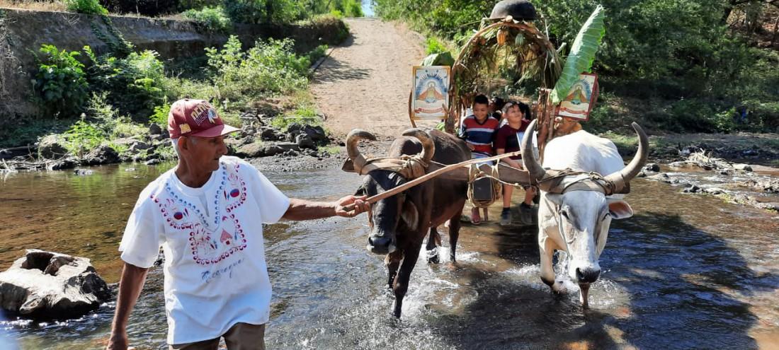 Como todos los años, miembros de la Casta Indígena de Subtiava llegaron a brindarle honores a la patrona de Quezalguaquea bordo de carretas. Como todos los años el alcalde recibió a los visitantes y al mediodía compartió con ellos un almuerzo