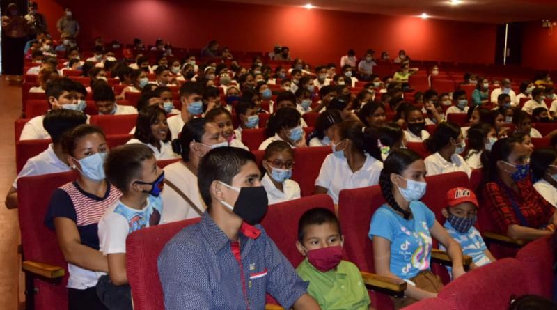 El Paraninfo de la Unan - León fue el escenario, para el lanzamiento del Atlas de las Maravillas de la Cultura Nicaragüense