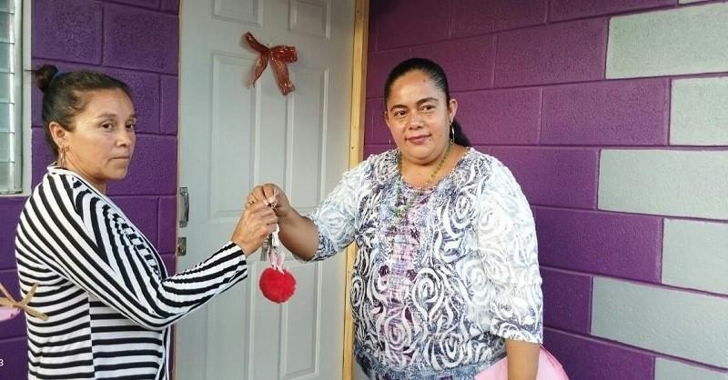 Entrega de viviendas en el barrio Julio Velázquez de Somoto