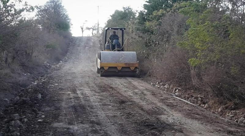La alcaldía en articulación con el MTI y el Cuerpo de Ingenieros del Ejército de Nicaragua trabajan en la reparación del tramo de carretera San José a la Planta Santa Bárbara en Ciudad Darío: