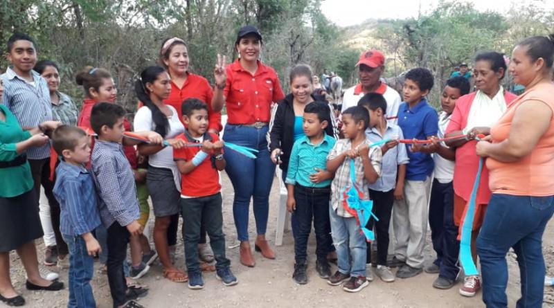 Familias inauguran tramo de camino El llano-El Censo en El Jicaral