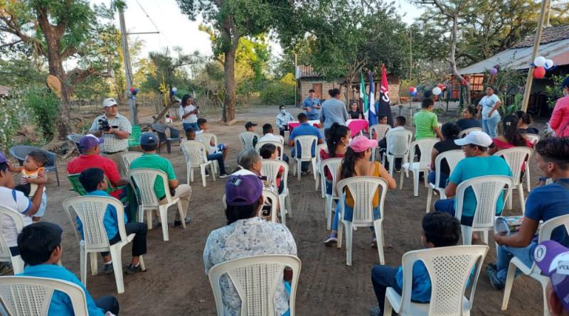 Inaugurando la energía en la comunidad Miraflores