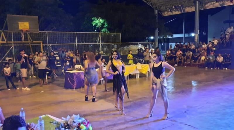 Desfile de candidatas en  Quezalguaque