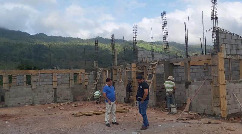 Alcalde de Waslala supervisa obras  de la estación de bomberos