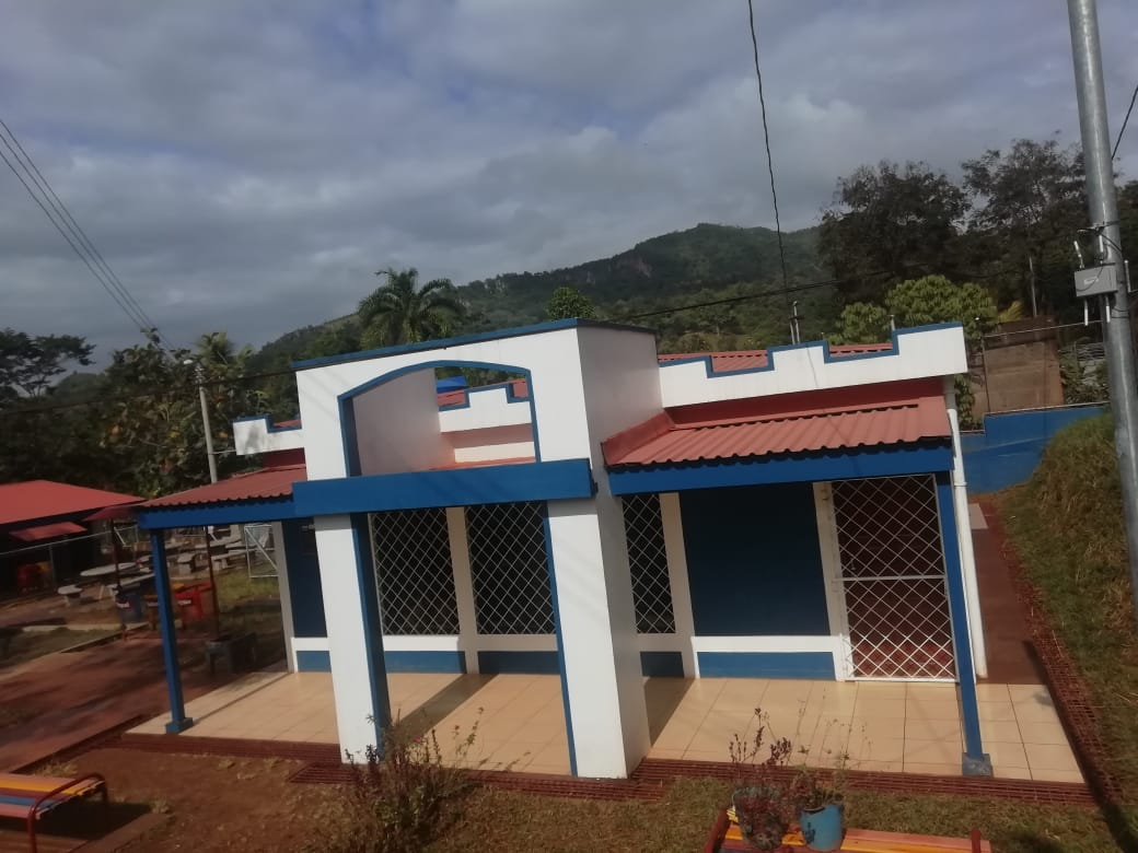 Centro educativo en la comunidad La Posolera recién inaugurado