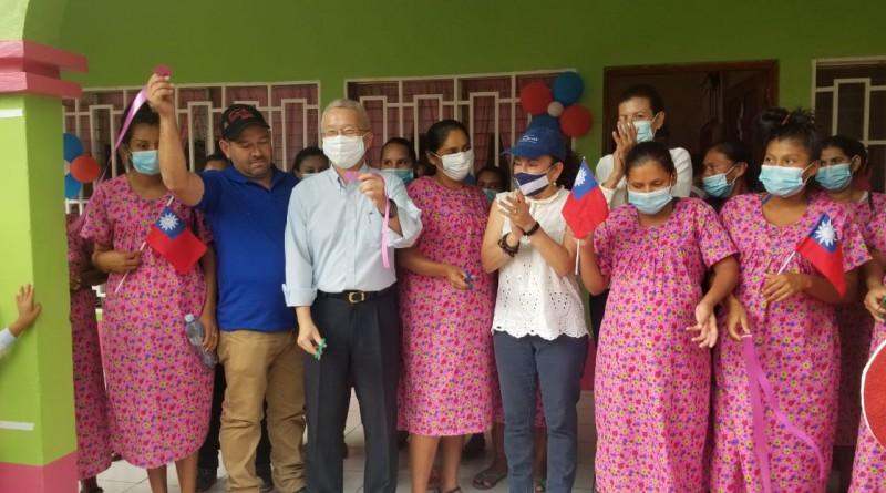 Waslala inaugura mejoras en casa materna rural. Paralelo: Mega Feria de especialidades