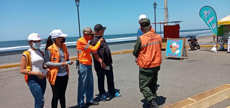 Listos para recorrer una de las playas de León para entregar bolantes con orientaciones de protección en la zona costera y contra el  Covid 19