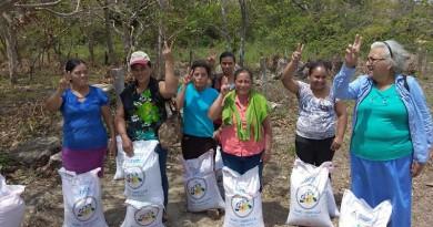 Productores de San Diego, municipio de Juigalpa reciben bonos tecnológicos de semilla de Frijol Inta Norte.Entrega el alcalde, Erwing De Castilla