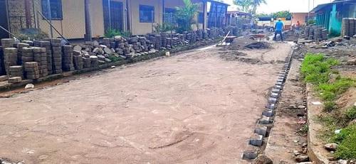 Obras ya concluidas en dos calles adoquinadas en el barrio  Denis Amador  en La Libertad