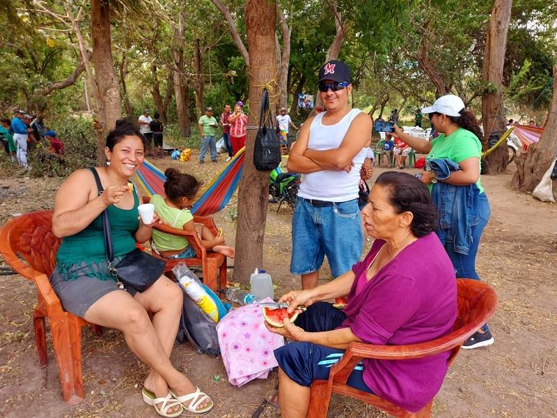 Familias, disfrutan en Carreta Quebrada uno de los balnearios más visitados