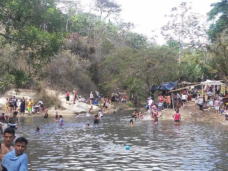 En un río de San Rafael del Norte, población se recreó en paz y seguridad