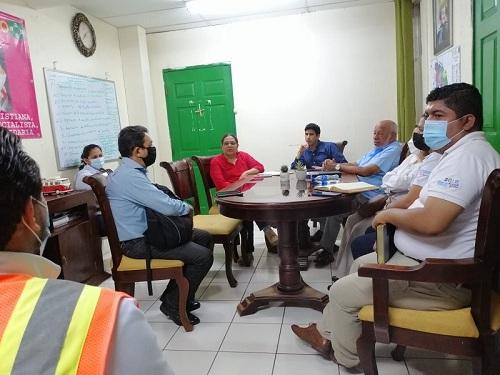En sesión de trabajo con el equipo municipal