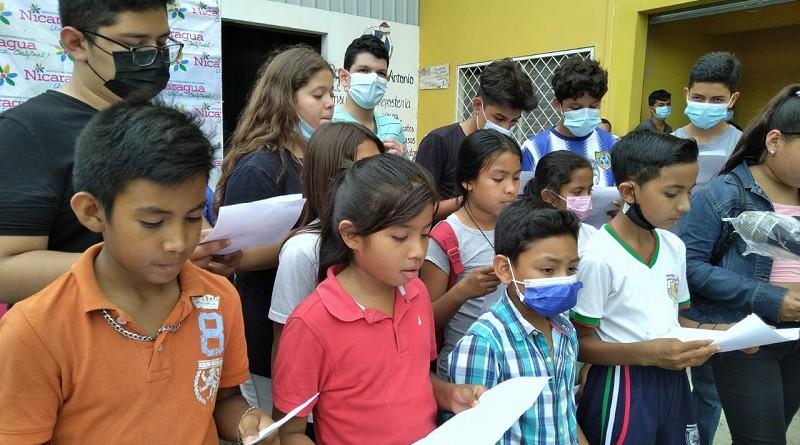 Grupo coral animando la invitación a visitar Madriz donde es interesante conocer talleres de rosquillas en Somoto y Yalaguina, Laguna La Bruja en Las Sabanas, Las Tres  Señoritas en Totogalpa, taller de artesanía Loma Panda en San Lucas.