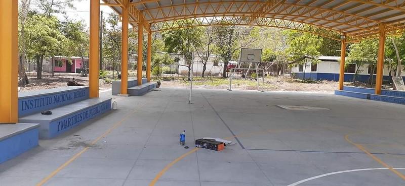En Pueblo Nuevo el centro escolar del barrio Rigoberto López, fue mejorado con una cancha.