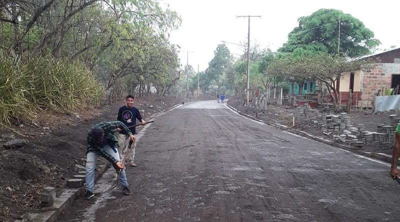 . Las familias de la comunidad Valle de Las Zapatas en Larreynaga inaugurarán una calle adoquinada.