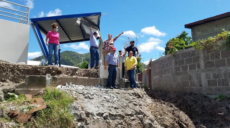 Inspeccionó puntos críticos en el barrio Llano La Tejera.