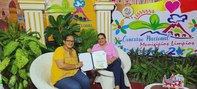 Presidenta del Inifom junto a la alcaldesa de San Juan del Sur, Mayra Solis