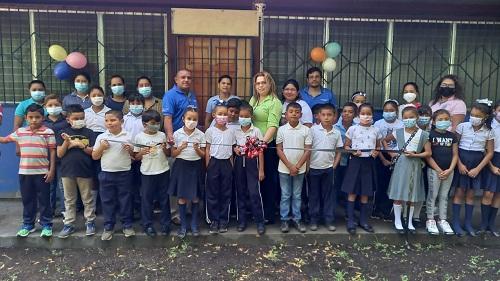 El Realejo: Protagonistas inauguran mejoras y mantenimiento de la escuela Enmanuel Mongalo y Rubio