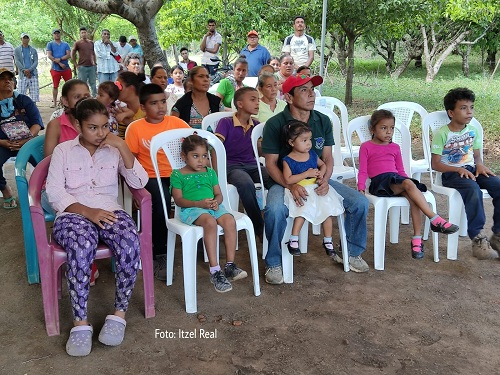 León: Las familias de la comarca Hato Viejo #2 sector La Ceiba donde habitan 209 personas, inauguraron 2.20 kilómetros de red de electrificación.