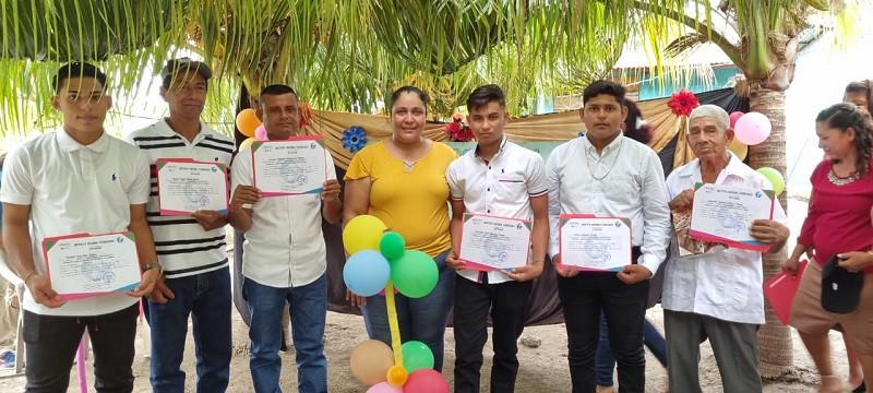 Promocionados de la escuela técnica  del campo  de la comunidad La Montañita en El Jicaral