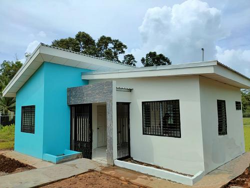 Nueva Guinea: Mejoras en el puesto de salud, de la comunidad Salvadorita.