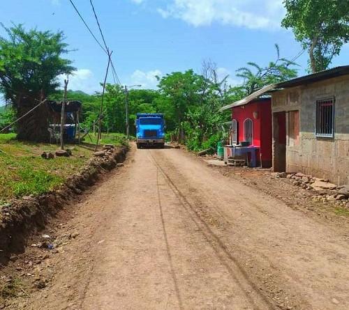 La comuna de San Lorenzo restauró dos vías en el barrio Hugo Chávez.