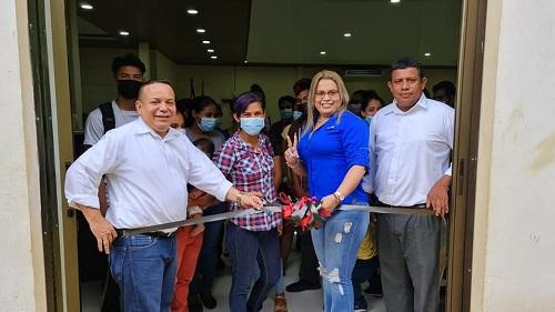 En la inauguración de la escuela municipal de oficios en El Realejo