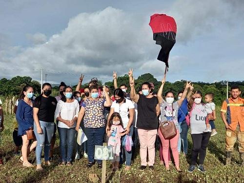 La Libertad: Entrega de sitio del proyecto de construcción de cincuenta viviendas del Programa Nacional Bismark Martínez