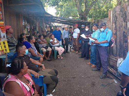 Las familias unidas a comerciantes de Waspan recibieron charlas educativas para el manejo saludable y correcto del nuevo mercado impartidas por representantes de servicios municipales, Minsa, Intur y cuerpo de bomberos