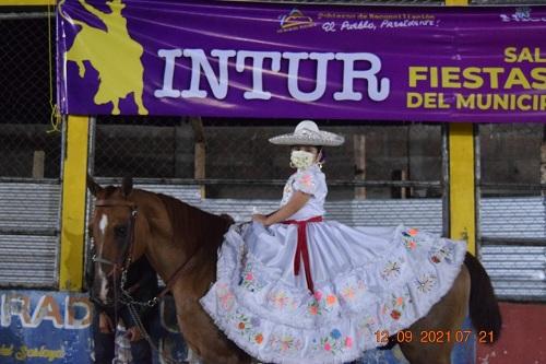 En Siuna la asociación de ganaderos y el gobierno local festejaron a la Patria y Bicentenario con un concurrido desfile hípico en el que participaron protagonistas de todas las edades. Recorrieron las principales calles hasta la Plaza de Toros.