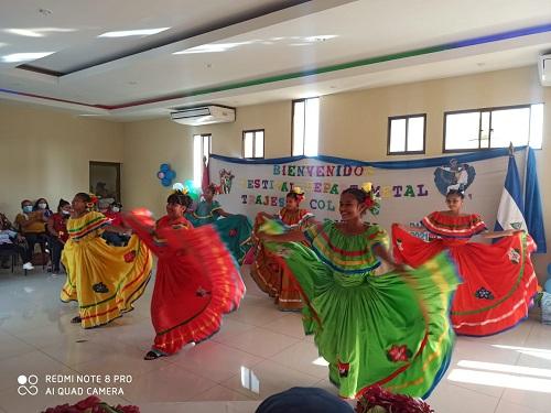 Protagonistas del triangulo Minero homenajearon el Mes de Septiembre y Bicentenario con El Festival Trajes y colores de Mi Patria donde lucieron vestidos típicos nacionales, regionales y locales y múltiples danzas de identidad