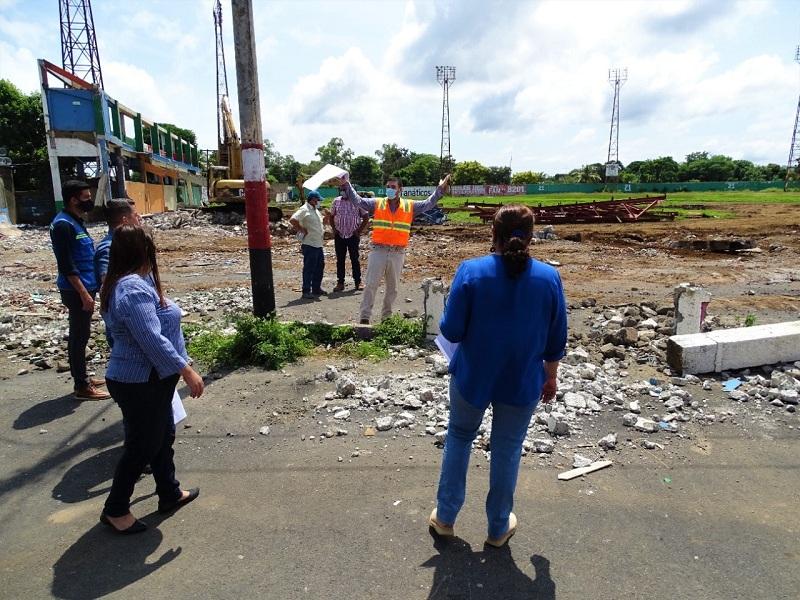 En el mismo lugar surgirá el majestuoso estadio de béisbol Robertpo Clemente, cuyas obras observó con detenimiento la presidenta del Inifom