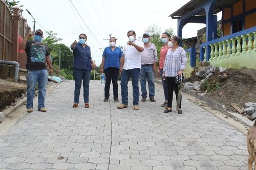 Camino por las vías de la ciudad e inspeccionó la Calle Las Piedrecitas donde se ejecutó adoquinado.