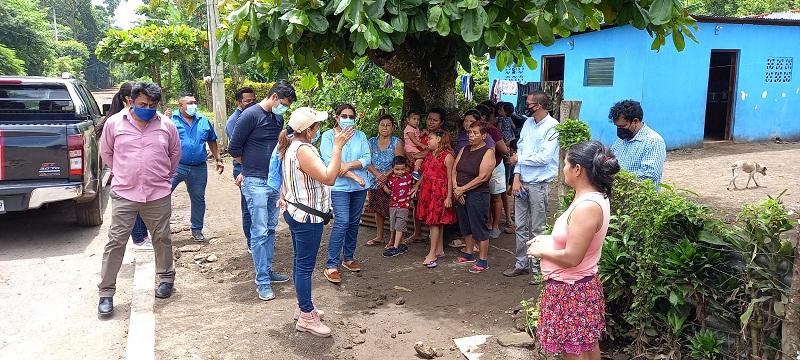 La presidenta del Inifom visitó la comunidad Fátima acompañada de la alcaldesa Julinda Téllez. Allí los protagonistas le expresaron el contento, sentimiento que compartió con ellos y ellas porque caminarán por buenas calles sin obstáculos de circulación durante el invierno.