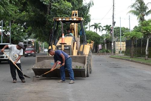 Labores en calles de la entrada al Reparto Monserrat de Chinandega