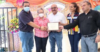 Leopoldo Ibarra, delegado del Inifom en la II Región, la alcaldesa Aura Lila Padilla y José María Espinoza